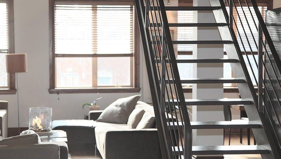 Как подобрать лестницу в загородный дом